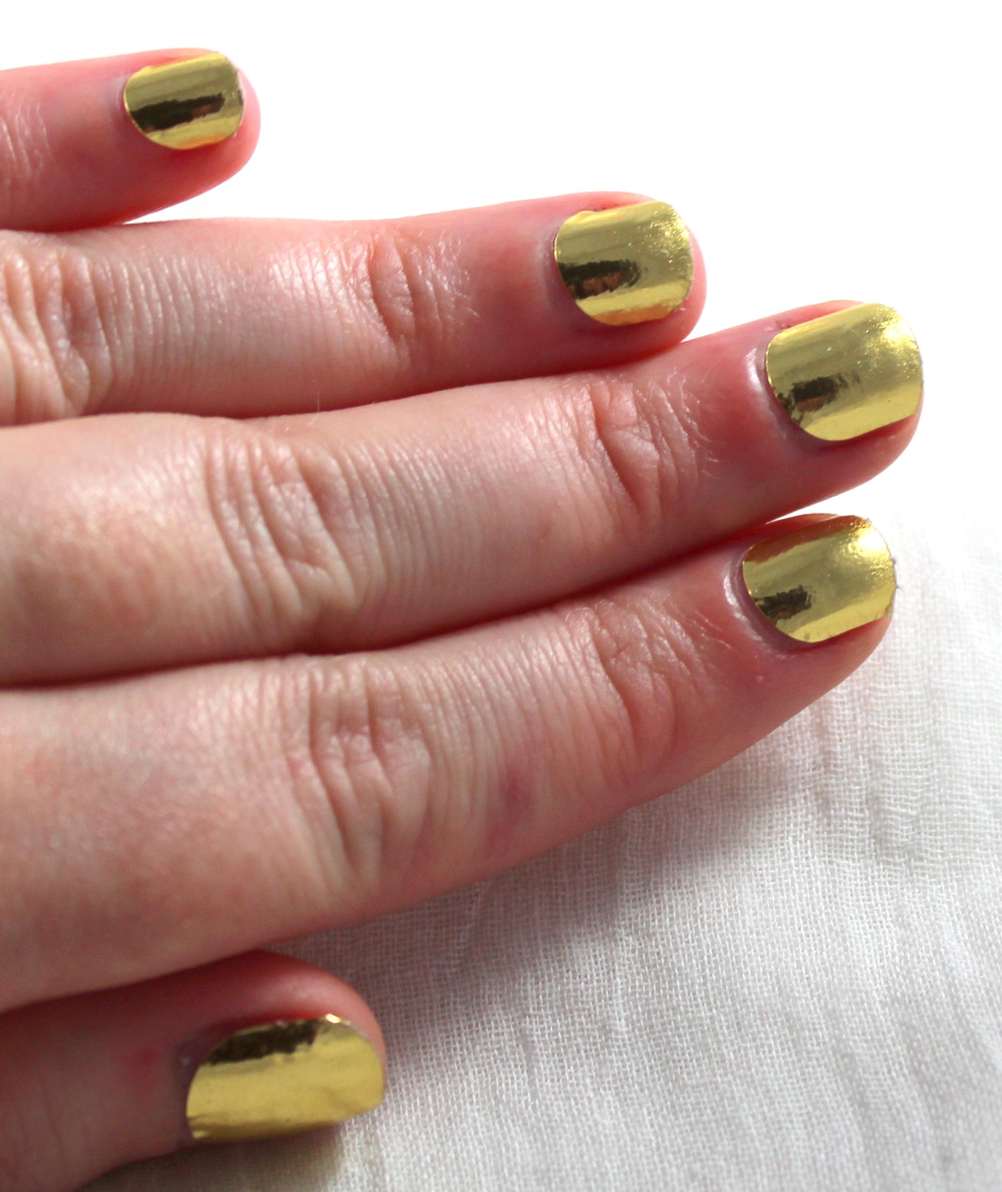 Ma gold manucure pour les f tes beaut blog chic for Effet miroir word